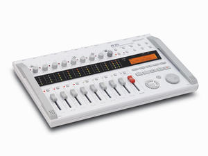 Zoom R16 Recorder : Interface : Controller - Slant Left